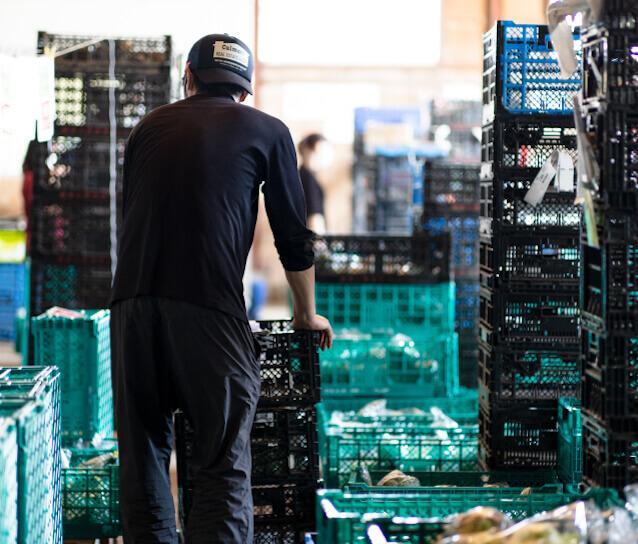 「全国の集荷拠点、物流センターを結んだ最短物流で、」イメージ画像